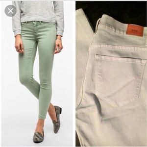 BDG Mid Rise Twig Jeans in Mint Size 31